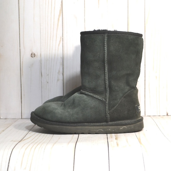 2dfdcccf175 UGG Australia Women's Classic Short Boots 5825